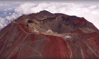 【世界初】富士山頂からドローンで4K空撮した映像が息を呑む美しさ