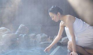 混浴温泉で男女がタオルを巻いてはいけないワケ