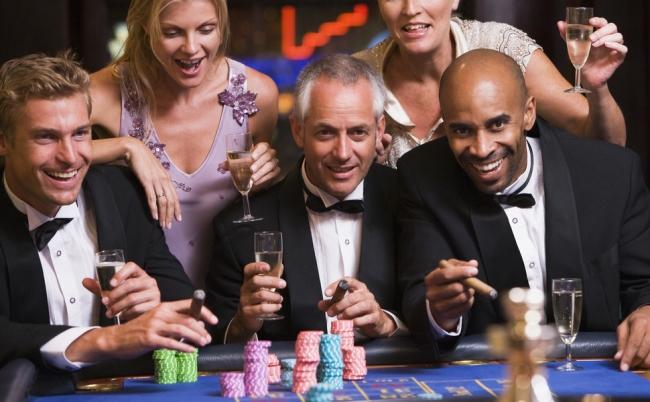 返す客か、逃げる客か。本物の富豪は手ぶらでカジノへやってくる