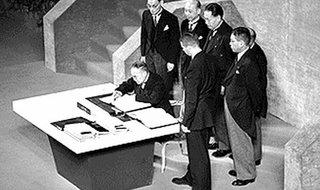 Yoshida_signs_San_Francisco_Peace_Treaty