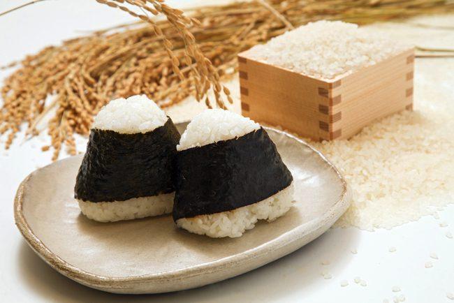 米は炊かずに蒸していた?日本最古のおにぎりから知る古代人の食事情