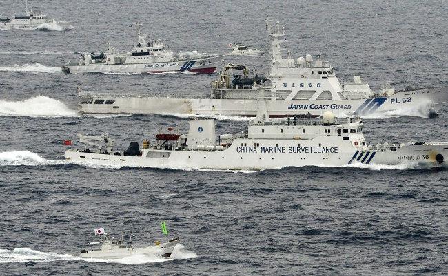中国よ、本気で上陸する気か? 武装漁船の大群が「尖閣周辺」に出現