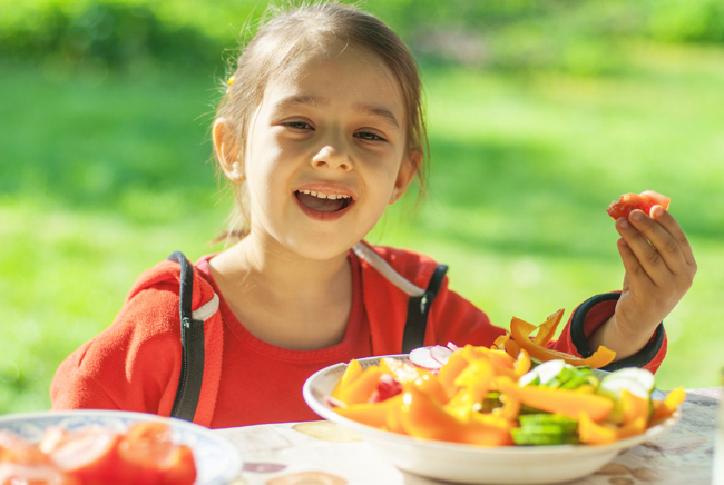 子どもへの「菜食主義」強制は虐待か? 禁止法案が提出された国も…