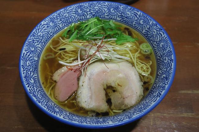 ラーメン官僚が旨すぎて丼に頭を垂れた、大阪の芳醇醤油鶏そば