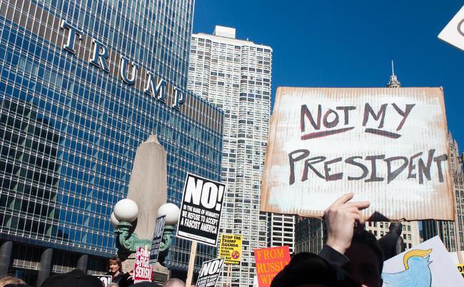 今も周囲は敵だらけ。大統領なのにトランプ叩きが止まぬ理由