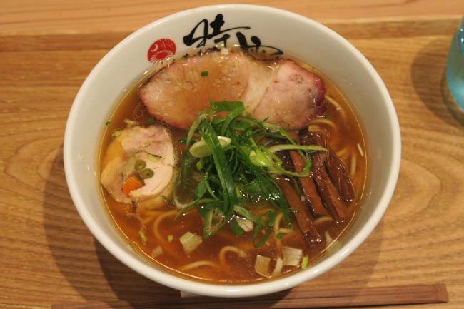 ラーメン官僚がうま味とコクの虜になった、横浜・長者町の中華蕎麦