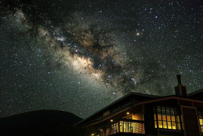 【オカルト】1万3000年前から地球を回る人工衛星をNASAも認証!?