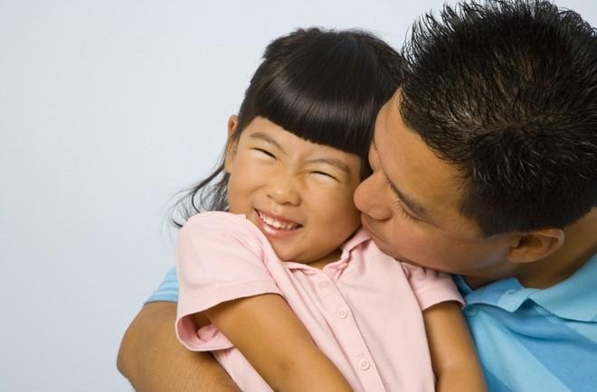 娘「パパ、あっち行って!」には、近親相姦を避ける生理学的ワケがあった - まぐまぐニュース!