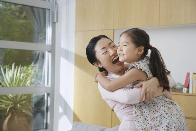 1日たったの8秒。子供が親の愛情を感じる「8秒ギュッ」の子育て法
