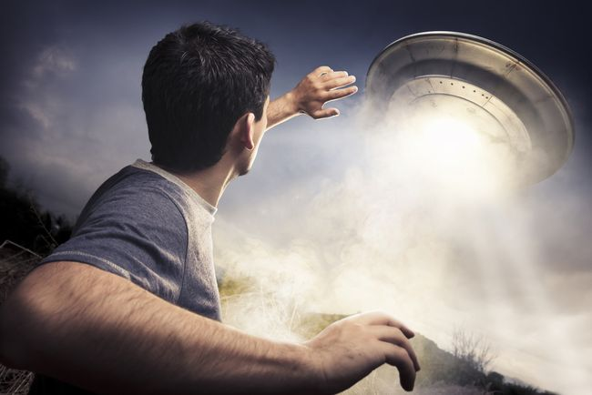 【UFO】ついには国会にまで。軍事アナリストが語る最新UFO事情