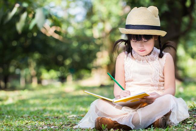 夏休みの最後の難関「自由研究」で親が手伝えることはひとつ
