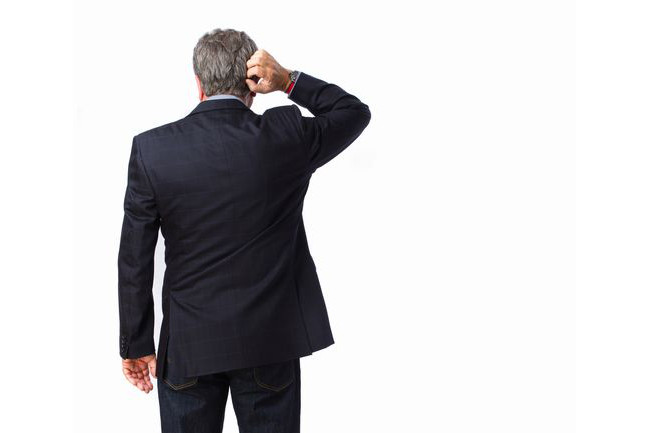 スーツしか着ていなかった会社員は、定年退職の翌朝に愕然とする