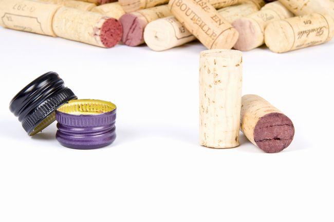 【素朴な疑問】ワインはコルク栓じゃないと風味が落ちる?