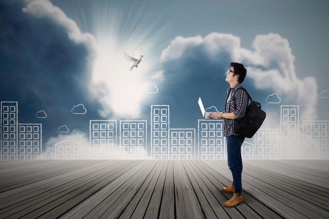 7年で1000万貯めれば、仕事で世界中を飛び回り自由に生きられる