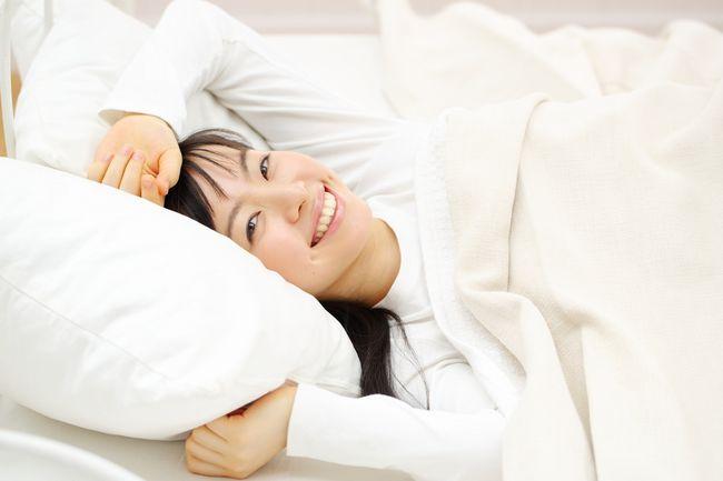 お金をかけずにぐっすり眠れる。科学者が教える布団と枕の選び方