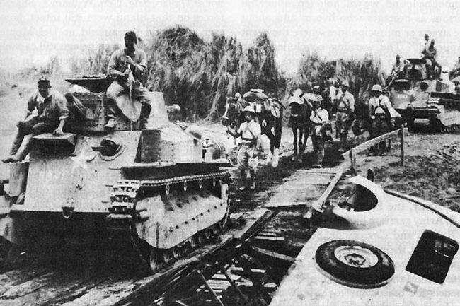 Japanese_light_tanks_moving_toward_Manila
