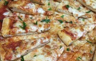 NYで話題の裏メニュー、ピザの上にピザをトッピング「ピザ on ピザ」
