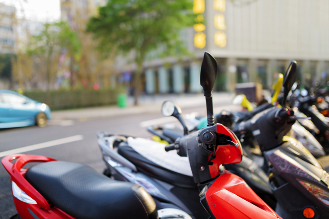 【ここがヘンだよ道交法】路駐バイクが駐禁される基準の75cmって何?