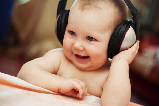 赤ちゃんは「800の音」を聞き分ける言語能力を持って生まれてくる