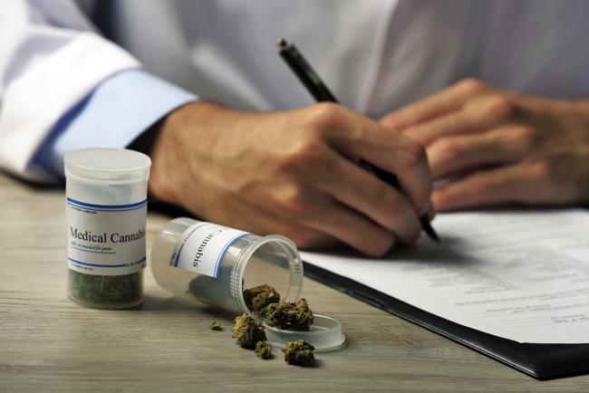 それでも大麻は「違法」なのか? 末期がん患者が大麻治療で逮捕