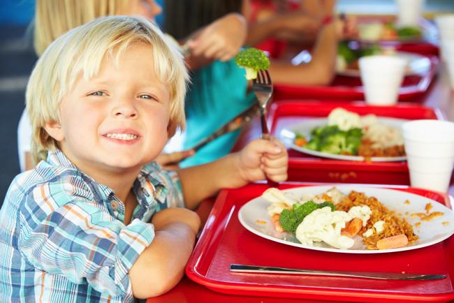 「給食で喉に詰まる物は危険というなら給食ない私立へ行け」は暴論か?