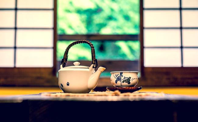 温泉旅館に置いてある「お茶と菓子」には深い意味があった