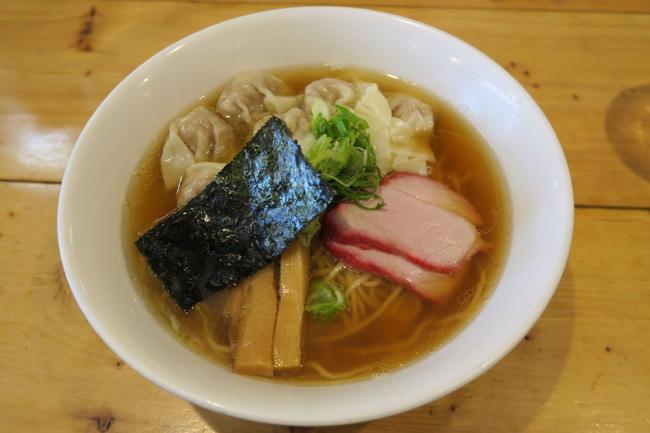ラーメン官僚を「官能の境地」へと誘う、稲荷町の肉ワンタン麺