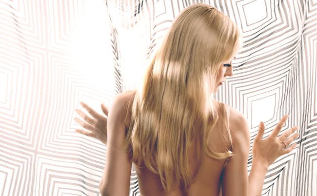 「白髪は抜くと増える」説。これは本当なのか?