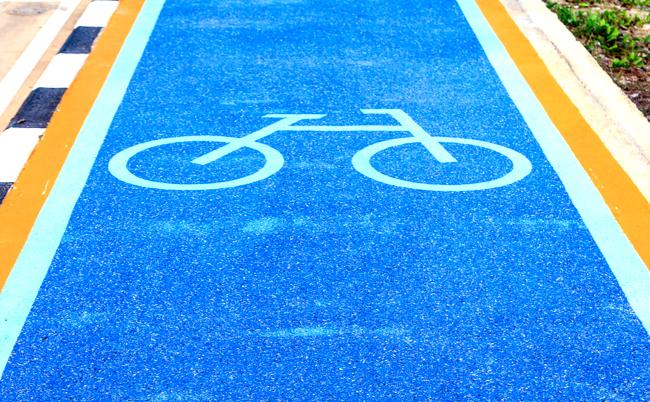 自転車の危ない逆走を止めろ。「自転車ナビライン」のビミョーな制度