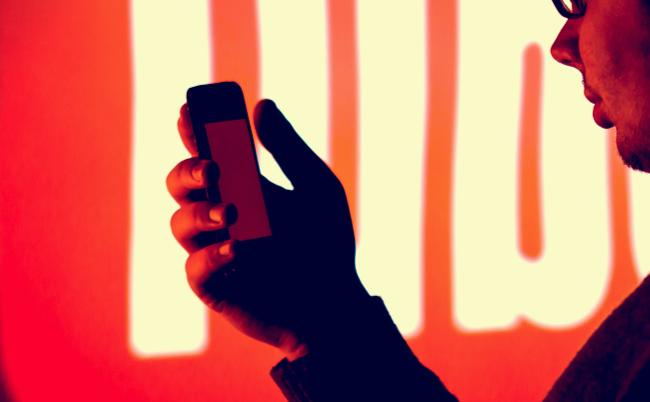 スマホの発表会で、日本のメディアが海外YouTuberにキレたワケ