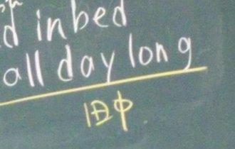英語の授業で黒板に「田中」の字?意味がわかった瞬間に大爆笑!